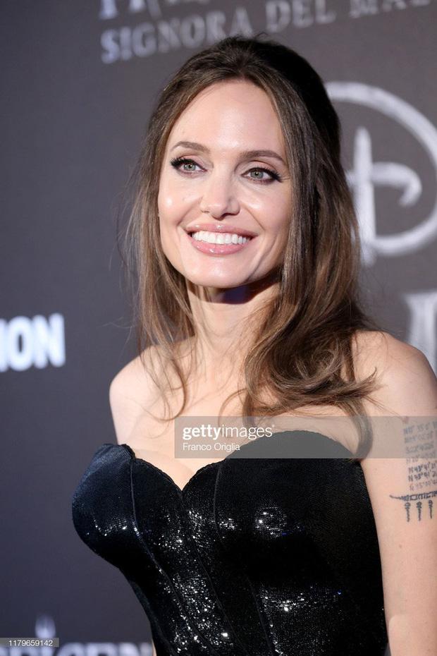 Bộ ảnh thuở xuân thì của Angelina Jolie khiến dân tình không thể rời mắt ngắm nhìn 7