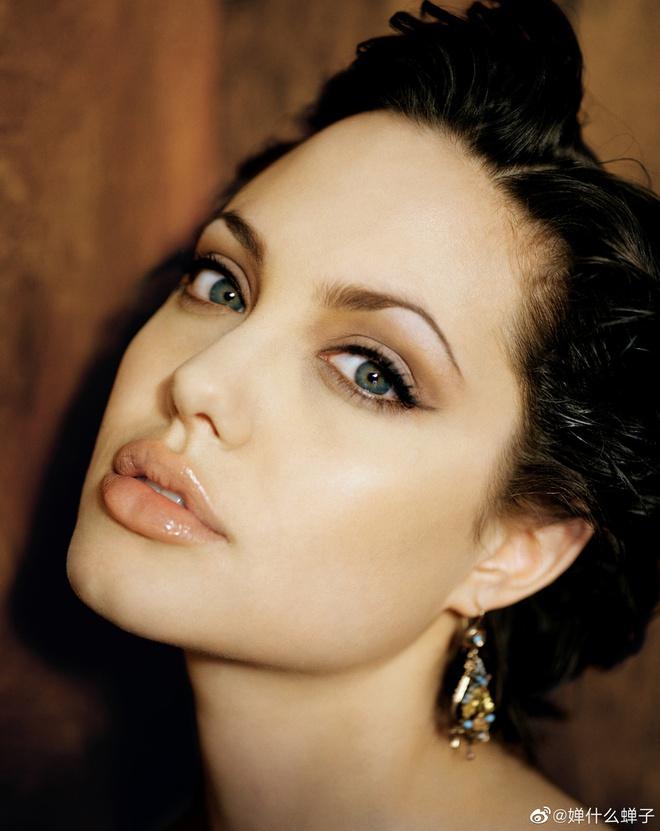 Bộ ảnh thuở xuân thì của Angelina Jolie khiến dân tình không thể rời mắt ngắm nhìn 5