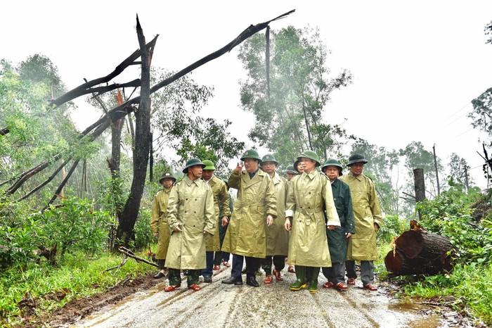 Vụ sạt lở làm 30 người mất tích: Trực thăng đã cất cánh, bộ đội công binh đưa quân dồn dập vào thủy điện Rào Trăng 3 6