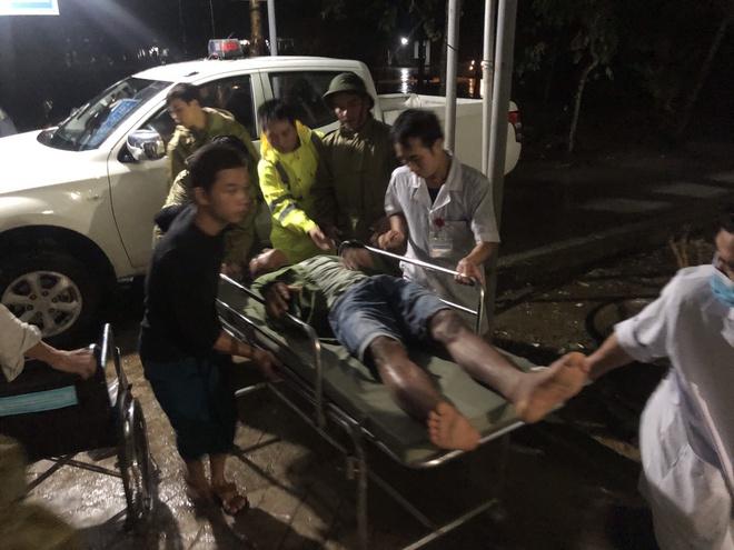 Vụ sạt lở làm 30 người mất tích: Trực thăng đã cất cánh, bộ đội công binh đưa quân dồn dập vào thủy điện Rào Trăng 3 3