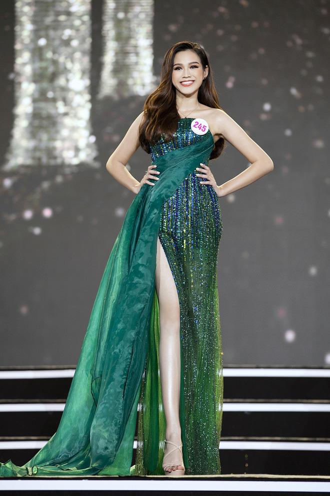 Hoa hậu Đỗ Thị Hà lên tiếng về những phát ngôn dung tục, được 'ông chú' đồng hương nâng đỡ 5