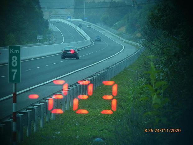 Tài xế BMW phóng với tốc độ 'bàn thờ', 223km/giờ trên cao tốc để kịp đi ăn cưới 1