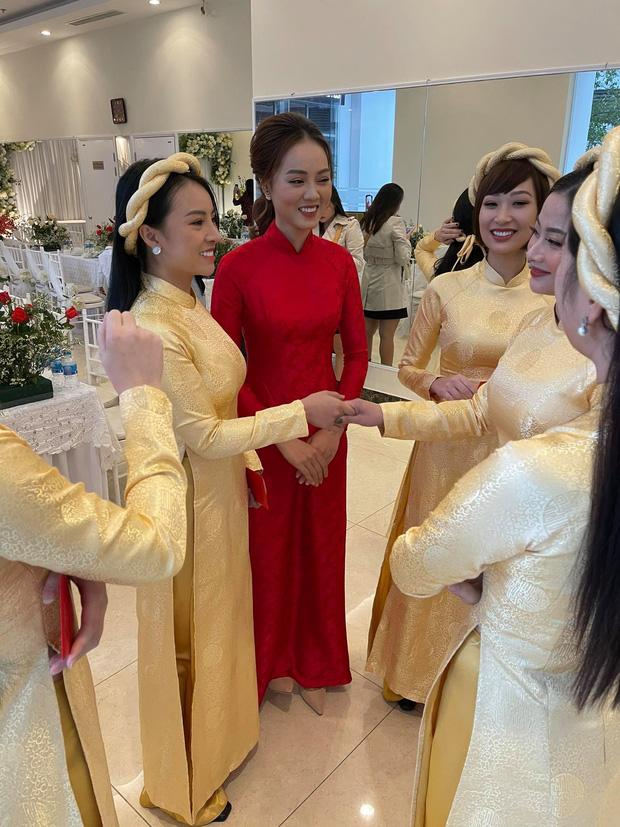 کنگ لی ، هنرمند مردم ، با دوست دخترش که 15 سال کوچکتر از او بود ، در مراسم ازدواج پدرش شرکت کرد 3