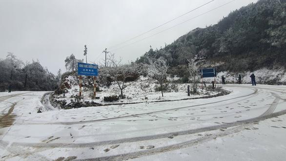 در Sa Pa، Y Ty 4 از رانندگی در شرایط فعلی یخبندان و برفی لذت ببرید