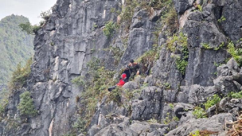 پس از سقوط گردشگر از صخره ، مردم تمام راه را برای