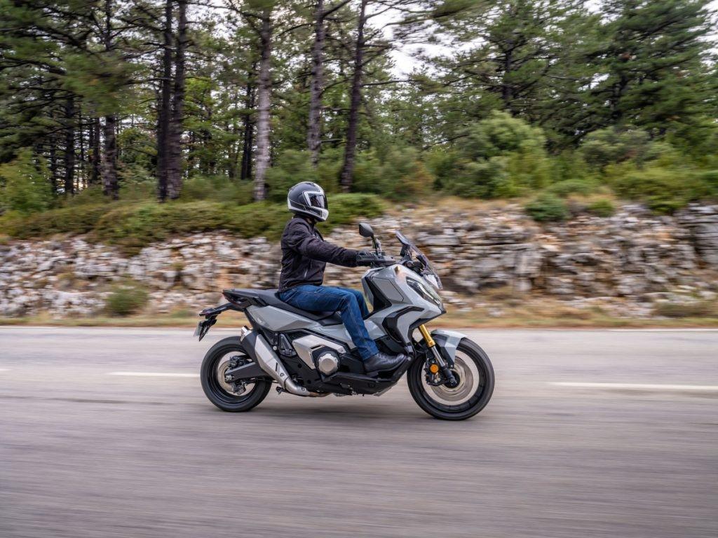 Honda X-ADV 2021 mới xuất hiện thay đổi thiết kế mới, động cơ mạnh mẽ 2