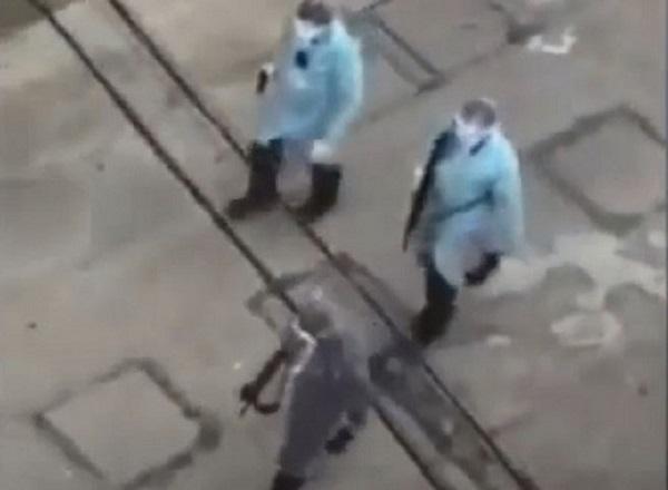 Sự thật clip cáo buộc cảnh sát Vũ Hán bắn bệnh nhân nhiễm Covid-19 trên đường phố 1