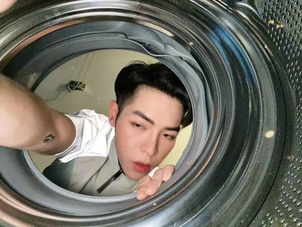 Đức phúc 'đu trend' chui vào máy giặt và cái kết bất ngờ 1