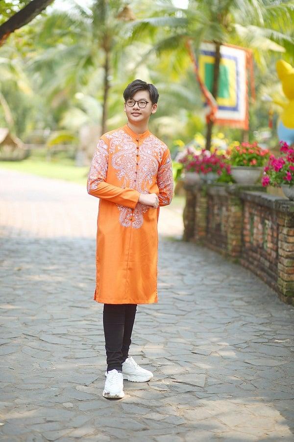 Con trai hot boy của siêu mẫu Anh Thư: 14 tuổi cao gần 1m8 7