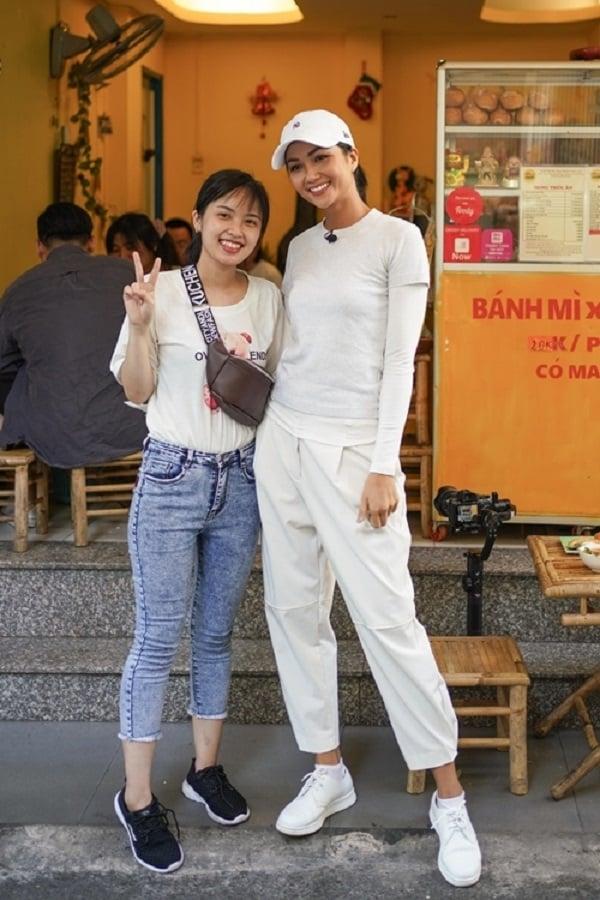 H'Hen Niê chiêu đãi trẻ em nghèo món ăn là niềm tự hào của Việt Nam 9