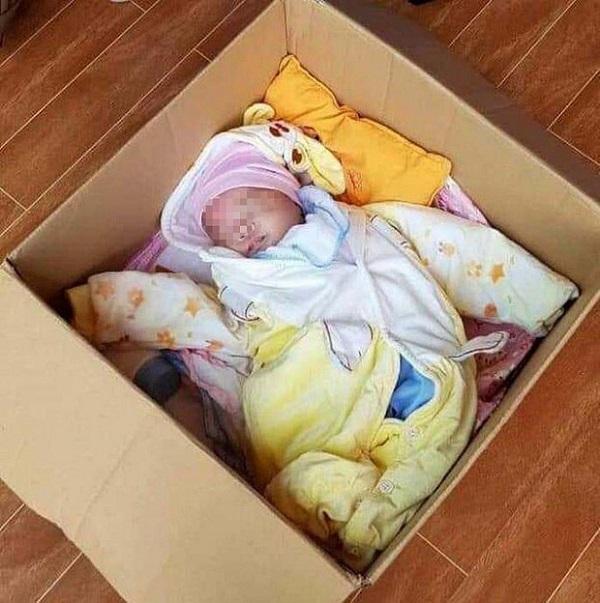 Em bé 3 tháng bị bỏ lại cổng chùa cùng lời nhắn xót xa: 'Nhờ sư cô nuôi giùm' 2