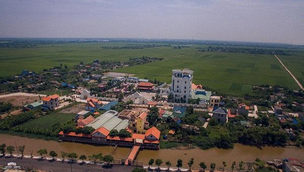 Cận cảnh tòa lâu đài nguy nga có cả sân đỗ trực thăng trên nóc của đại gia Thái Bình 1