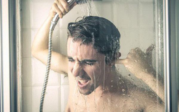 Cẩn thận nhập viện nếu còn duy trì 6 thói quen tắm vào mùa hè này 2