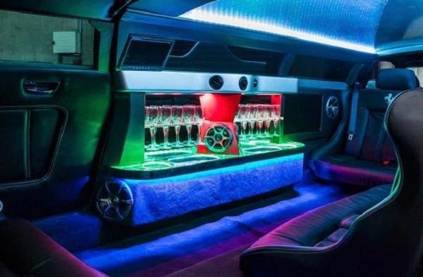 Xế hộp Ferrari 'hoán đổi thân phận' thành limousine tốc độ 'khủng' nhất thế giới 4