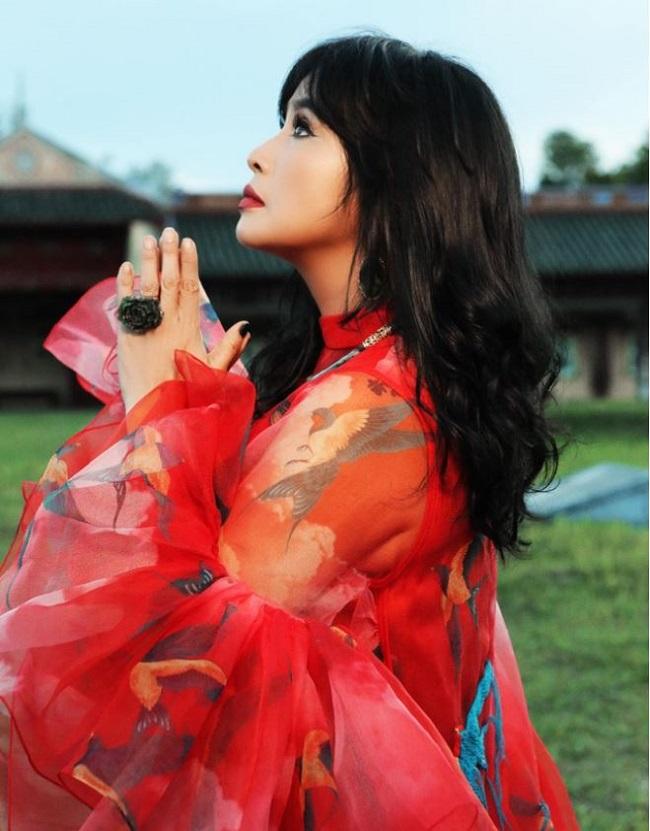 Diva Thanh Lam yêu cuồng nhiệt ở tuổi 51 6