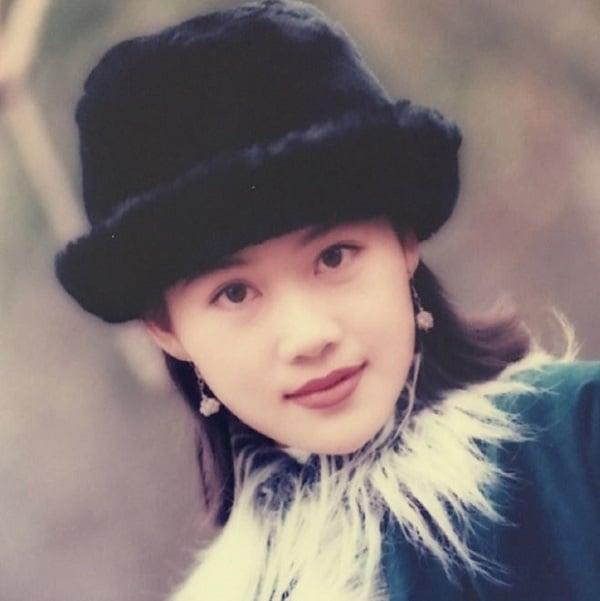 Lộ ảnh 'Chúc Anh Đài' Lương Tiểu Băng 51 tuổi phải đi hát ở quán bar nuôi chồng con bất tài 2