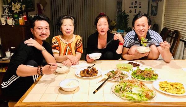 Sau Chí Tài, Hoài Linh lại mất thêm người thân yêu: 'Ngủ nhiều không tốt mẹ ơi' 2