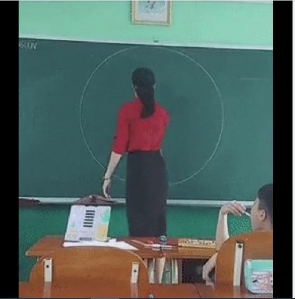 معلمان ویتنامی بدون قطب نما دایره ای می کشند و باعث ایجاد