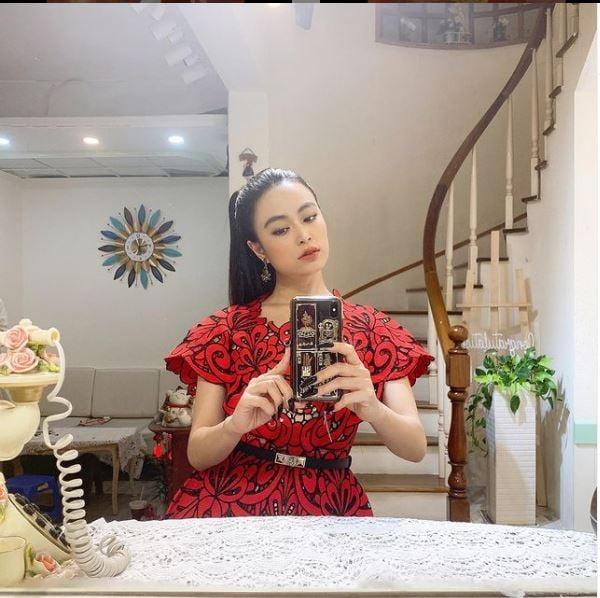 ظرف یک ماه Hoang Thuy Linh جایگزین 7749 ناخن تیز 5 شد