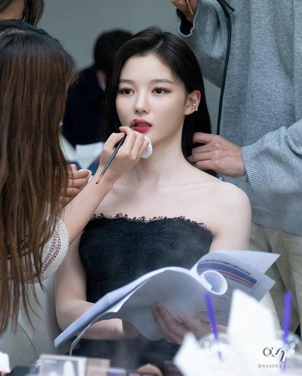 زیبایی شکننده الهه صفحه نمایش Kim Yo Jung 1 را مشاهده کنید