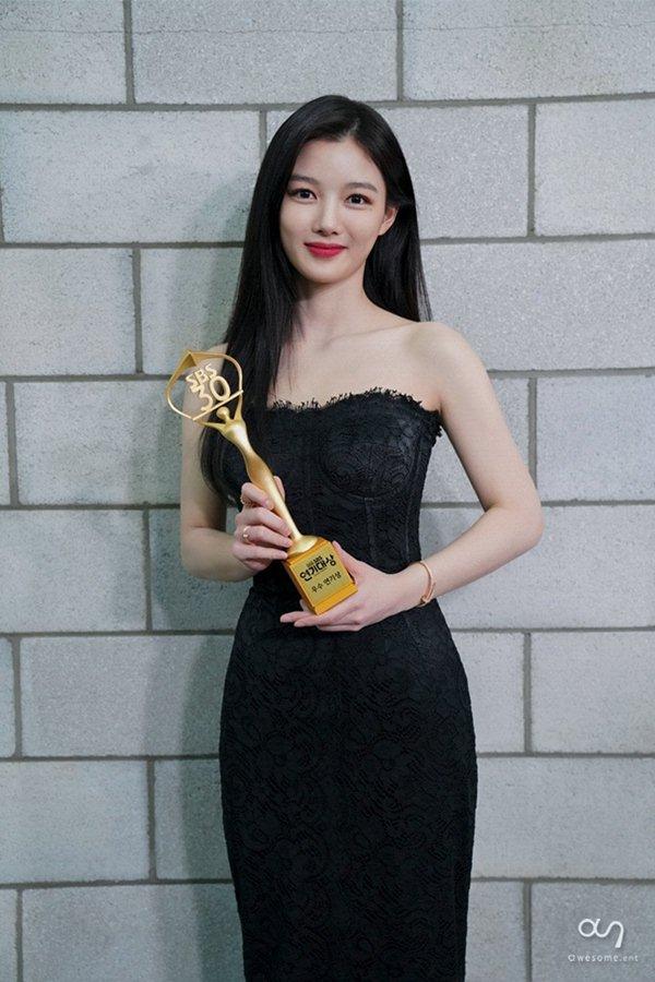 زیبایی شکننده الهه صفحه نمایش Kim Yo Jung 8 را ببینید