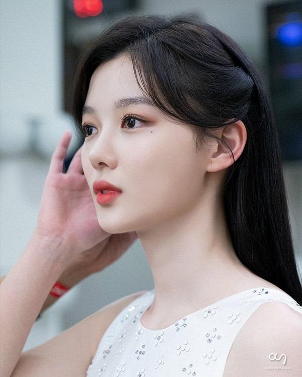 زیبایی شکننده الهه صفحه نمایش Kim Yo Jung 9 را مشاهده کنید