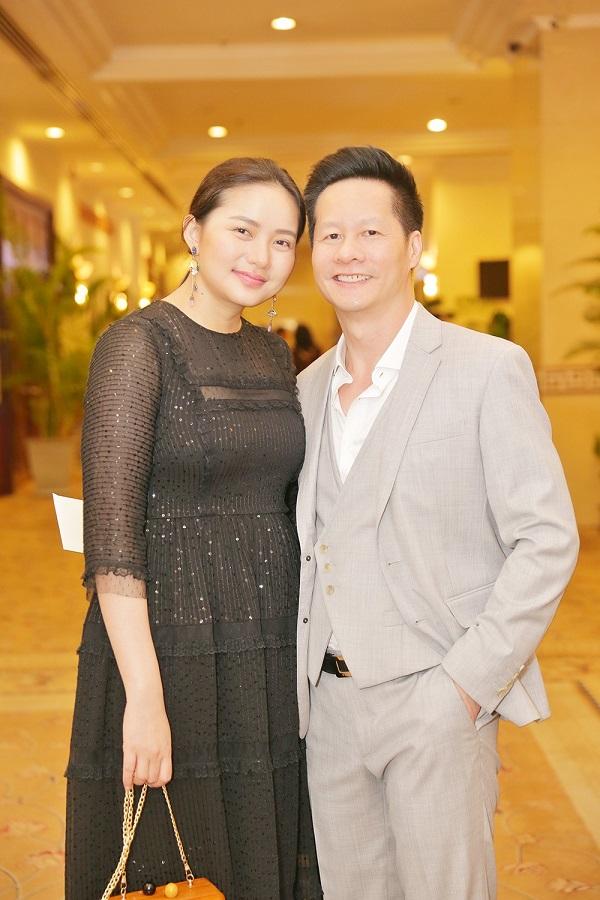 شوهر بزرگ Phan Nhu Thao اعلام کرد که علی رغم ظاهر خود ، همسرش را تا آخر عمر پرستش کند 2