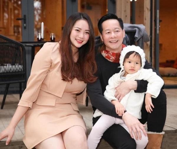 شوهر بزرگ Phan Nhu Thao اعلام می کند تا پایان عمر ، بدون توجه به ظاهر ، همسرش را عبادت می کند