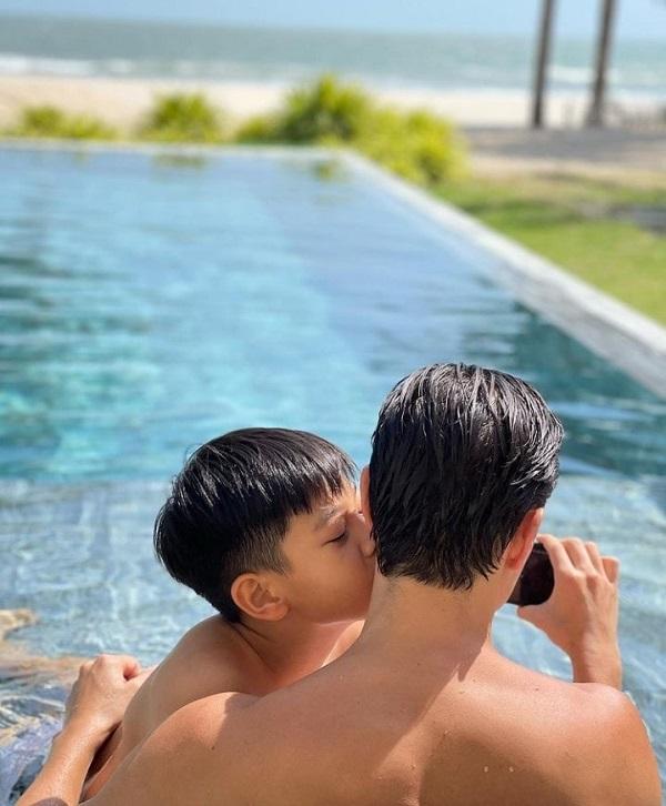 Hồ Ngọc Hà khoe ảnh gia đình đẹp cực phẩm, bất ngờ sự chú ý lại hướng về con trai Cường đô la 2