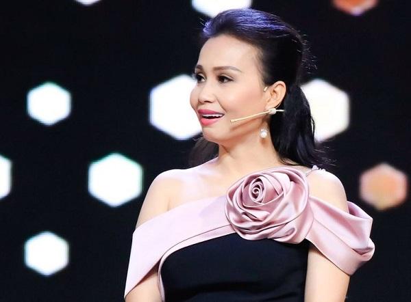 Cẩm Ly bị khán giả nhắc nhở sau khi chia sẻ bài đăng về thói quen chăm sóc sức khỏe giữa mùa dịch 2