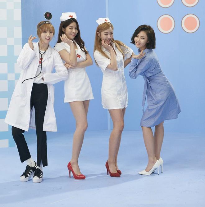 Ngoài Black Pink, những sao Hàn này từng gây phẫn nộ với tạo hình quá đà của nữ y tá 3