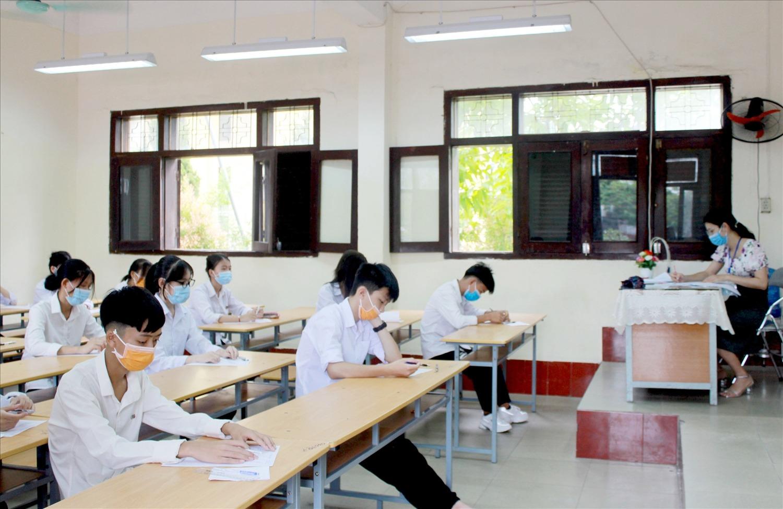 پاسخ های امتحان زبان انگلیسی کلاس 10 در استان کوانگ نگای 2021 1