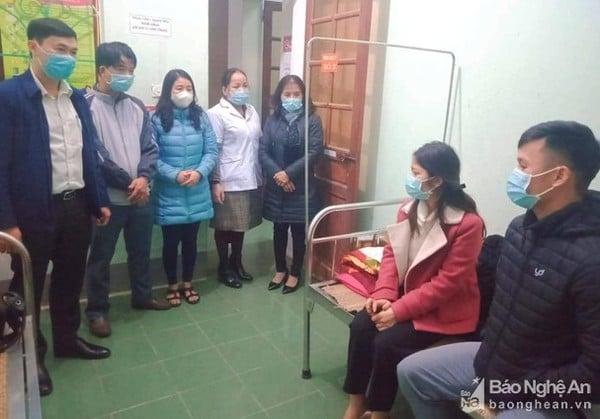 Nge Couple به طور فعال عروسی را برای قرنطینه به تعویق می اندازد: