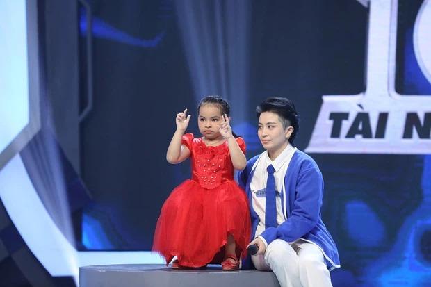Cô bé 5 tuổi siêu tính nhẩm Việt chiếm lĩnh top 1 trending YouTube là ai? 2
