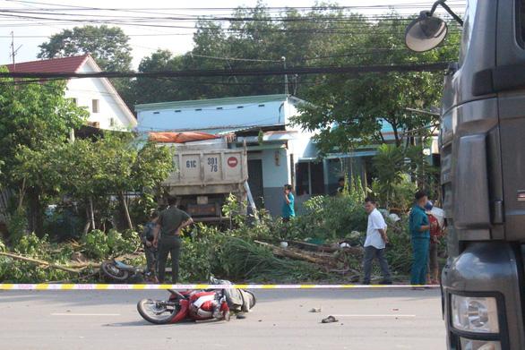 Xe ben đâm loạn trên đường khiến 1 người tử vong 1