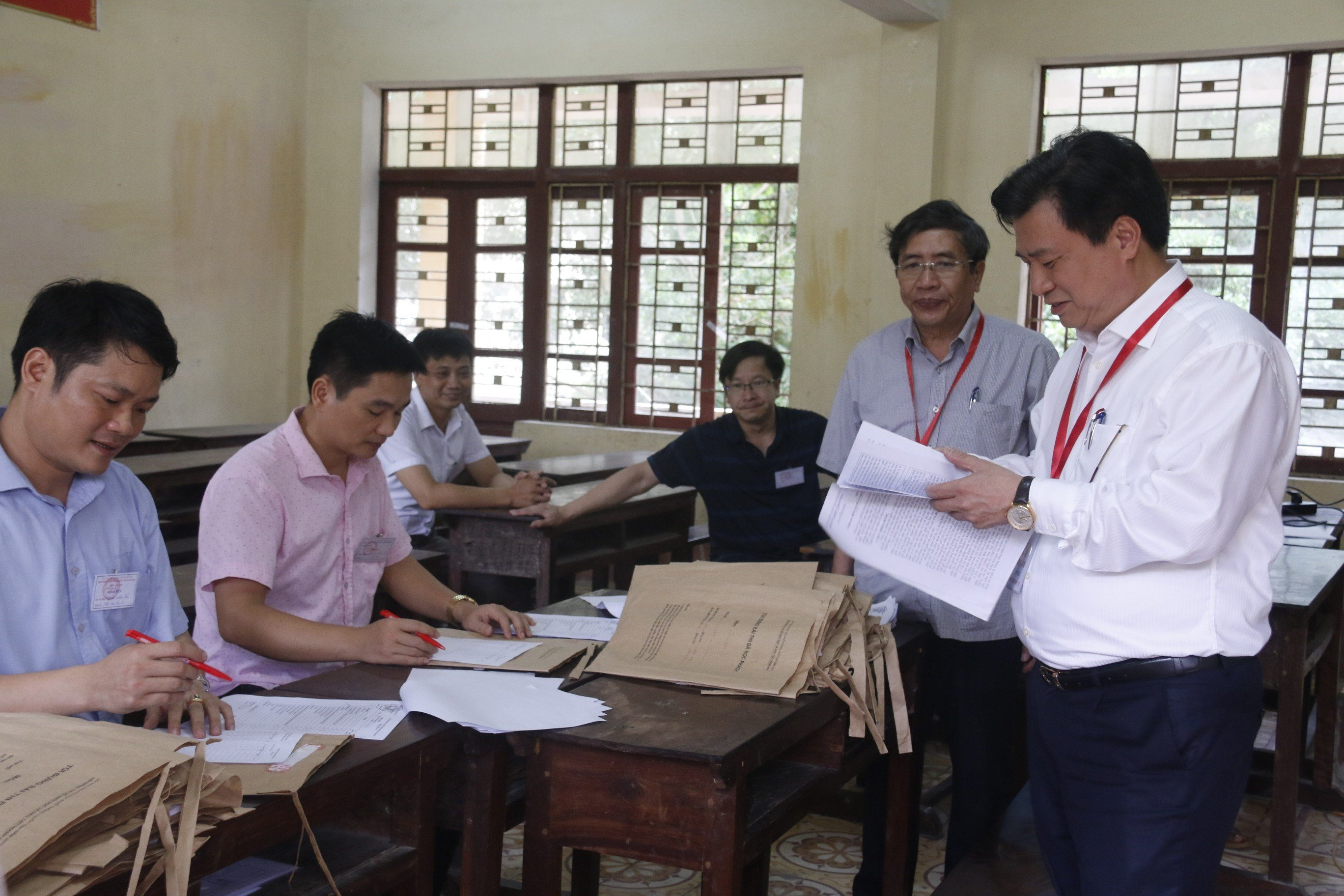 Chấm thi THPT Quốc gia ở Hòa Bình: 6% bài thi trắc nghiệm phải kiểm tra lại 1