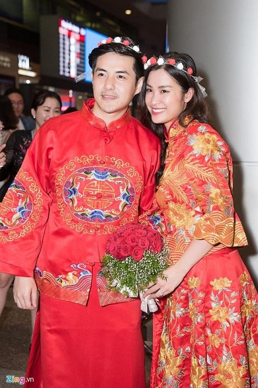 Động thái đầu tiên của Ông Cao Thắng – Đông Nhi sau đám cưới tại sân bay 1