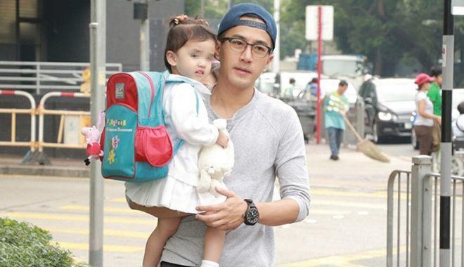 Dương Mịch bị chỉ trích vì bỏ bê con cái, 'thân mật' trai lạ 4 ngày liên tiếp? 2