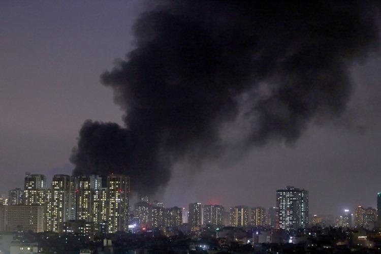 Hà Nội: Nhà máy bóng đèn phích nước Rạng Đông bốc cháy dữ dội 1
