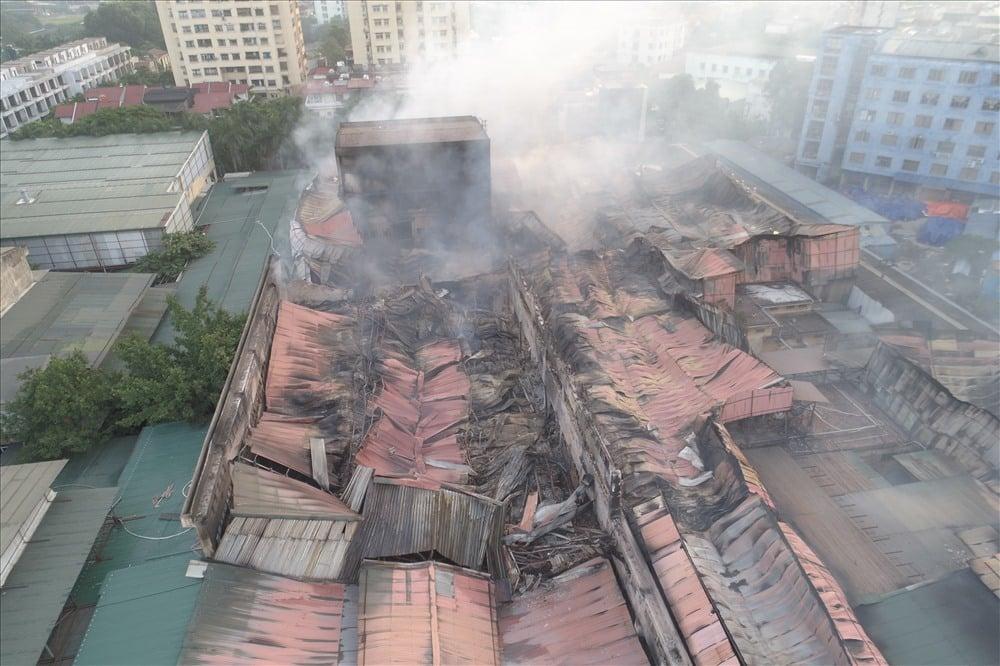 Hiện trường tan hoang, trơ trụi sau đám cháy dữ dội tại nhà máy Rạng Đông 3