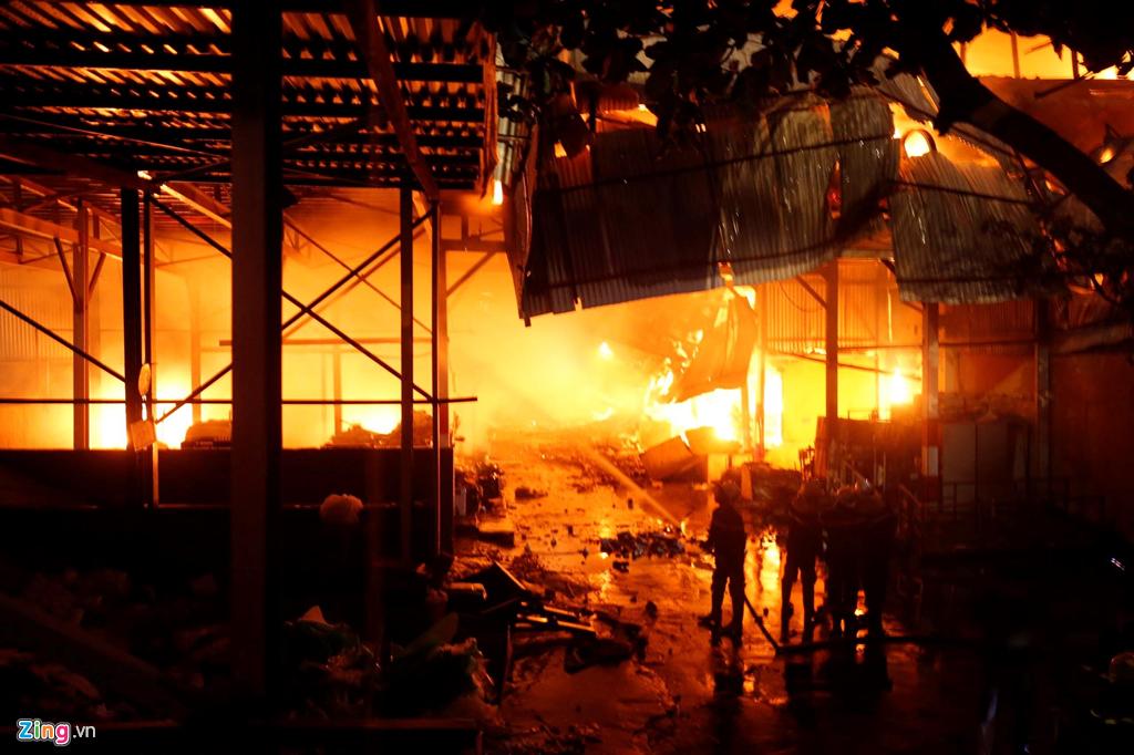 Hiện trường tan hoang, trơ trụi sau đám cháy dữ dội tại nhà máy Rạng Đông 2