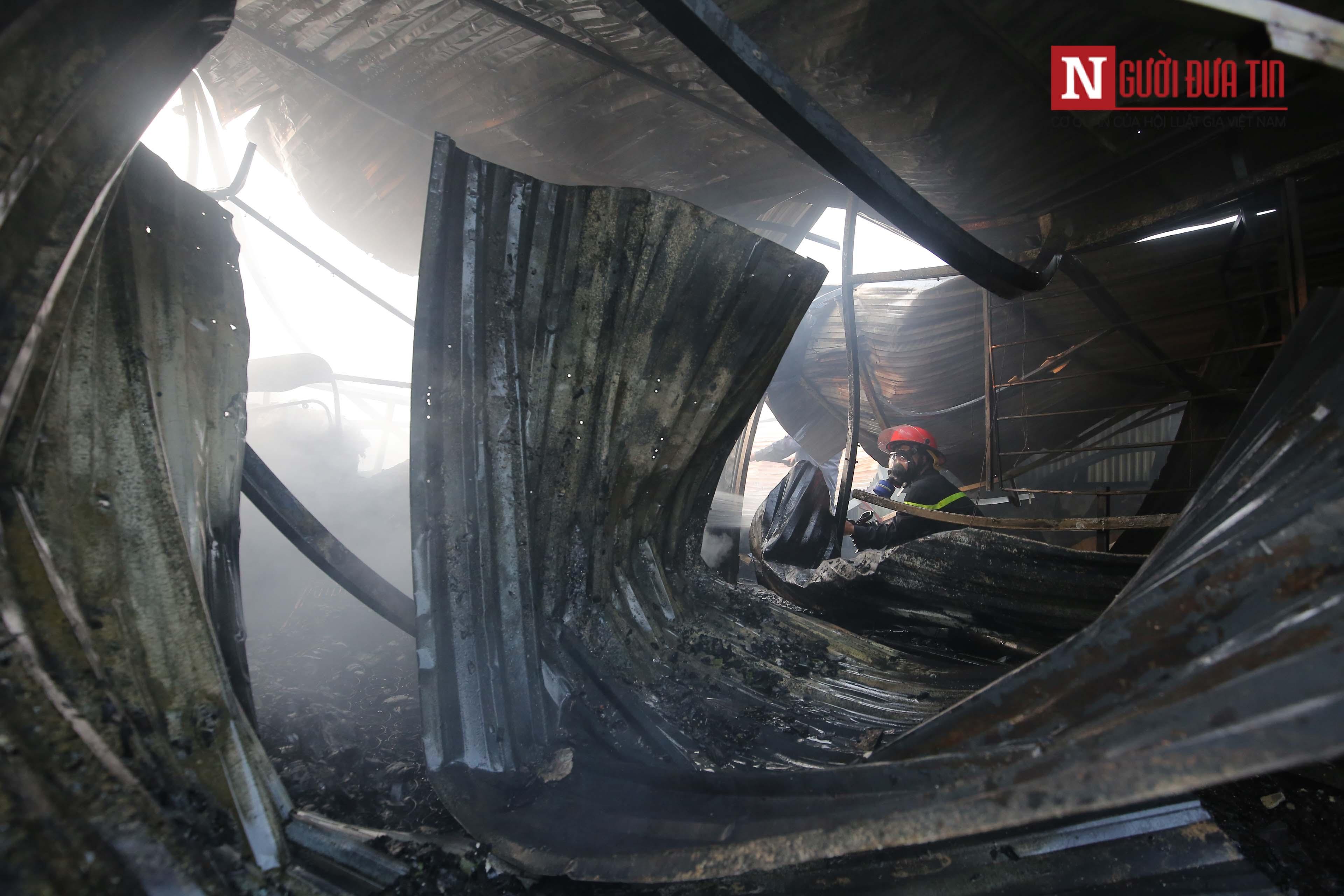Hiện trường tan hoang, trơ trụi sau đám cháy dữ dội tại nhà máy Rạng Đông 7
