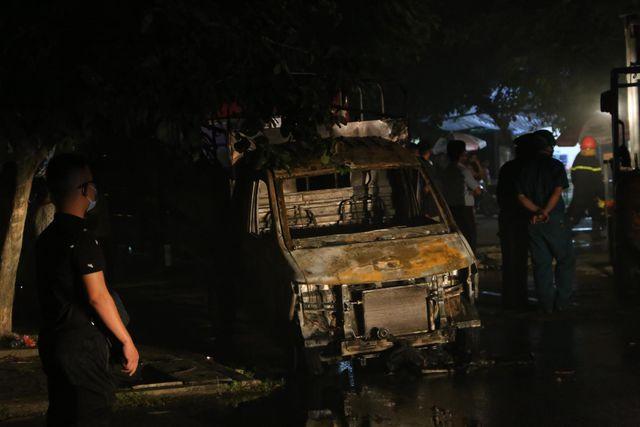 Hà Nội: Xưởng đồ chơi bốc cháy dữ dội trong đêm 3