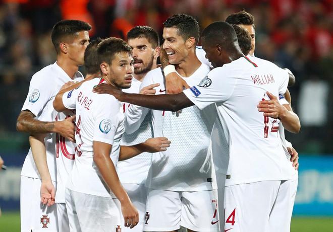 Ronaldo lập poker, Bồ Đào Nha nhẹ nhàng hủy diệt Lithuania  1