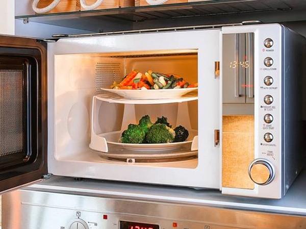 7 thực phẩm không nên cho vào lò vi sóng: Số 5 có thể gây cháy nổ 2