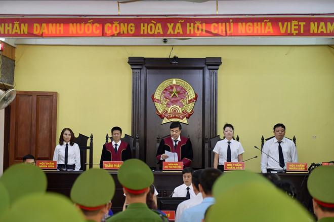 Phiên tòa xét xử gian lận thi cử ở Sơn La bị hoãn vì vắng mặt nhiều người 1