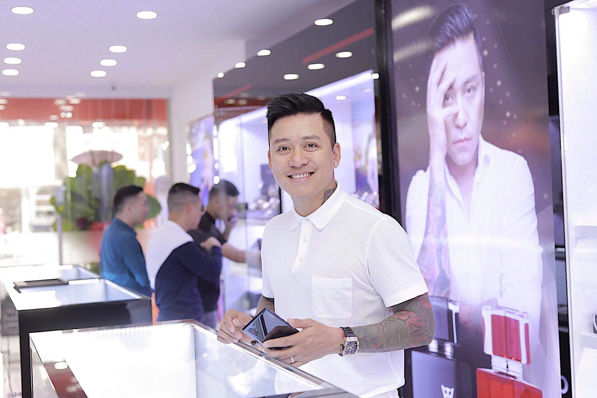 Tuấn Hưng lên chức ông chủ, mở cửa hàng chục tỷ đồng tại TP.HCM 1