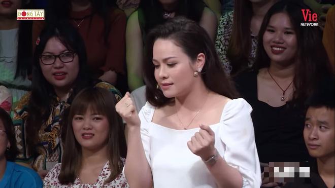 Tin giải trí 6/1: Hồ Ngọc Hà 'bơ đẹp' Lệ Quyên, Vũ Khắc Tiệp thừa nhận bị đánh 2