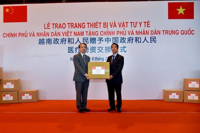Việt Nam trao khẩu trang, vật tư y tế tốt nhất tặng Trung Quốc đối phó đại dịch corona 1