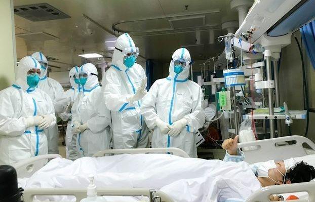Giáo sư nổi tiếng thế giới tiết lộ 3 yếu tố giúp virus corona 'tự diệt' 1